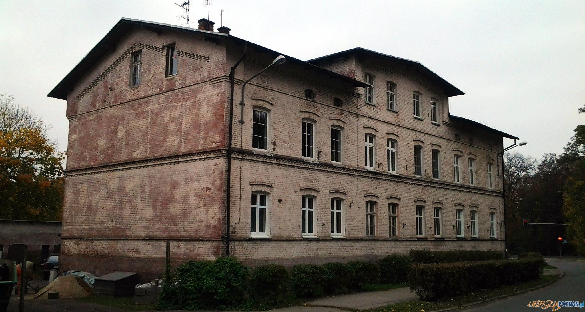 Budynek wybudowany dla pracowników kolejki