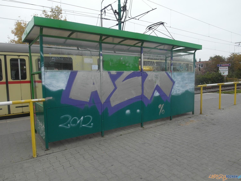 Wandale znisczyli przystanek tramwajowy  Foto: MPK Poznań