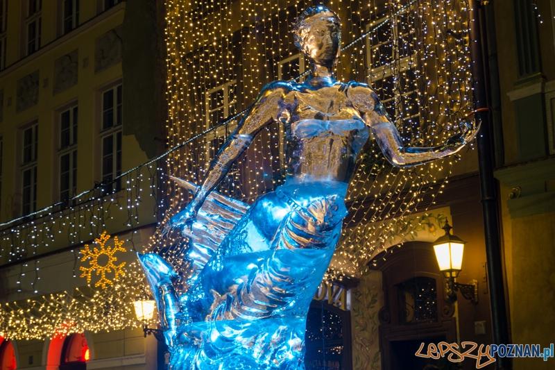 VIII Międzynarodowy Festiwal Rzeźby Lodowej - I nagroda Victor Dagatan i Angelito Baban  Foto: lepszyPOZNAN.pl / Piotr Rychter