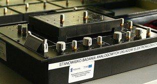 Laboratorium Technik Mechatronik. Układy analogowe.
