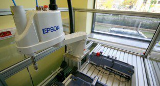 Laboratorium Technik Mechatronik. Robot EPSON.