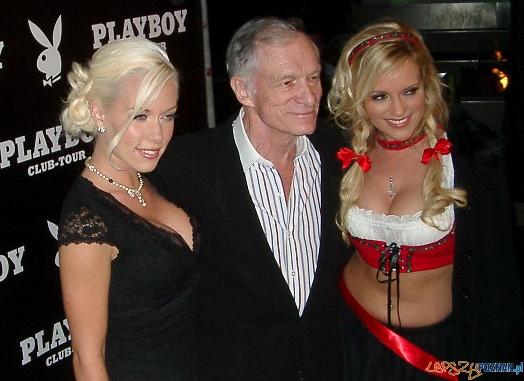 Hugh Hefner ze swoimi króliczkami