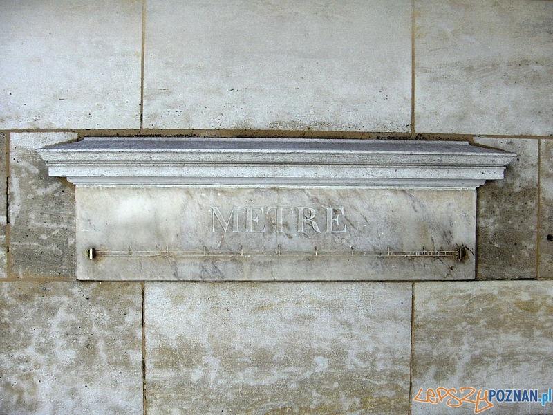 Mètre_étalon_(36,_rue_de_Vaugirard,_Paris) Foto: wikipedia/CC