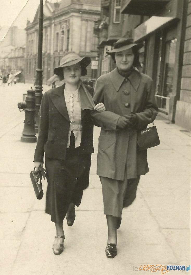 Poznanianki spacerują Alejami Marcinkowskiego - czerwiec 1938