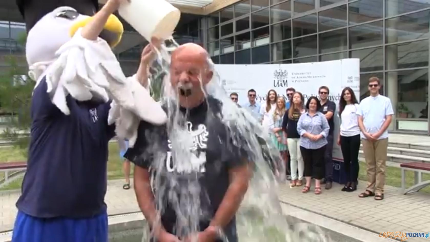 Ice Bucket Challenge - prorektor Zbigniew Pilarczyk  Foto: UAM