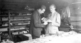 Dr Rajewski i prof Kostrzewski w Biskupinie - ok.1935 r Foto: Muzeum Archeologiczne w Poznaniu