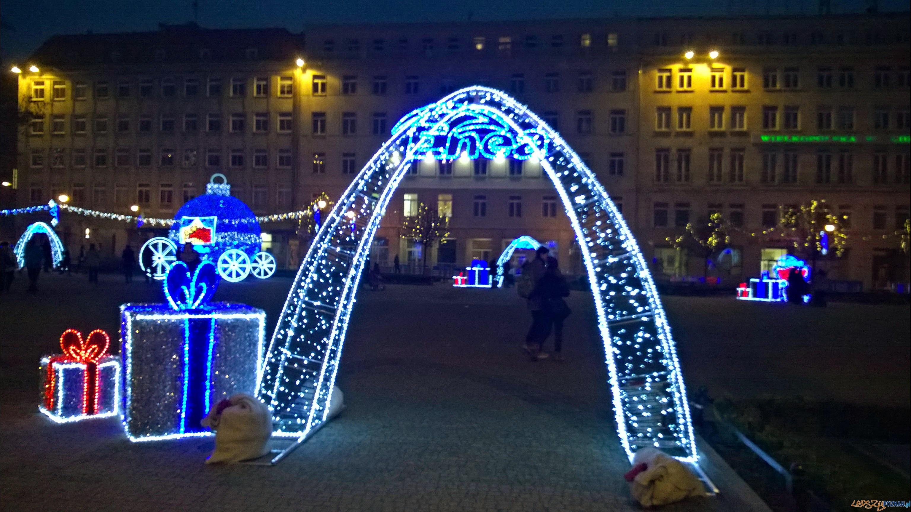 Świąteczna iluminacja na Placu Wolności  Foto: TD