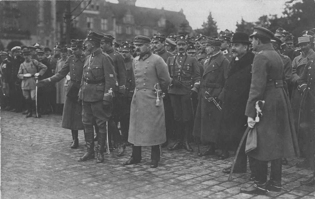 Józef Piłduski i gen. Haler podczas defilady przed poznańskim Zamkiem