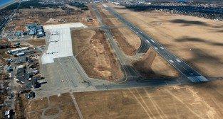 zdjęcie powierzchni  lotniskowych poznańskiego lotniska wykonane po rozbudowie w roku 2012