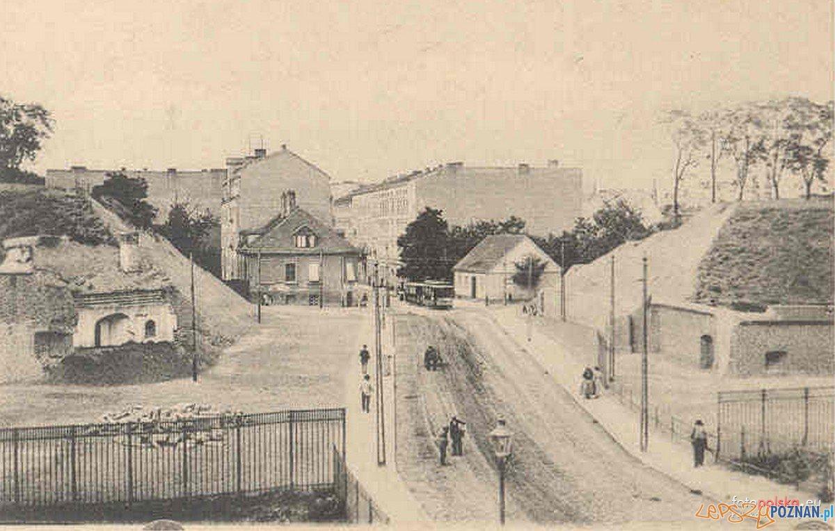 Widok z Bramy Wildeckiej w kierunku dzisiejszej ulicy Półwiejskiej Foto: fotopolska