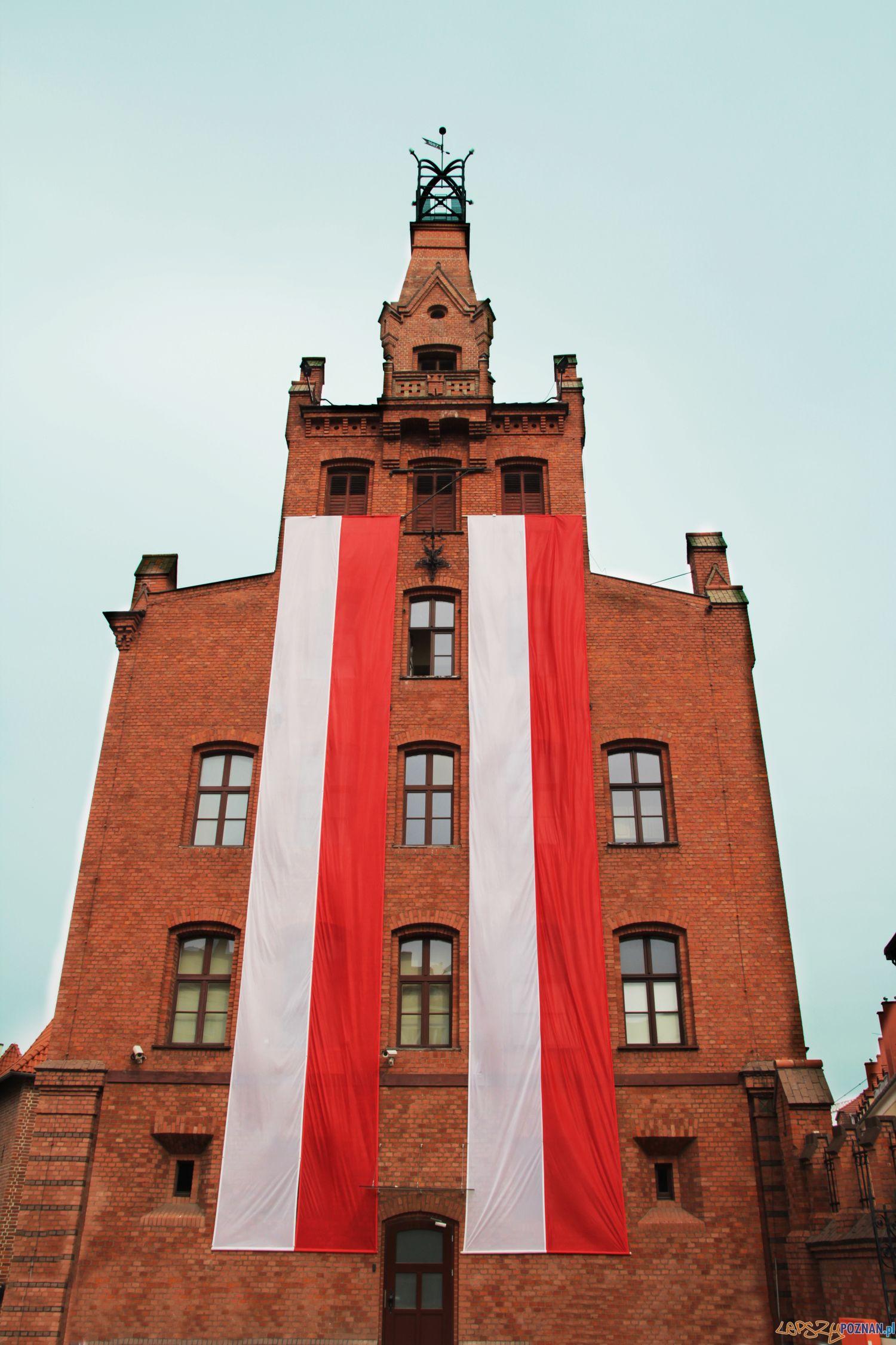 Strażącka flaga na Masztalarskiej  Foto: PSP w Poznaniu