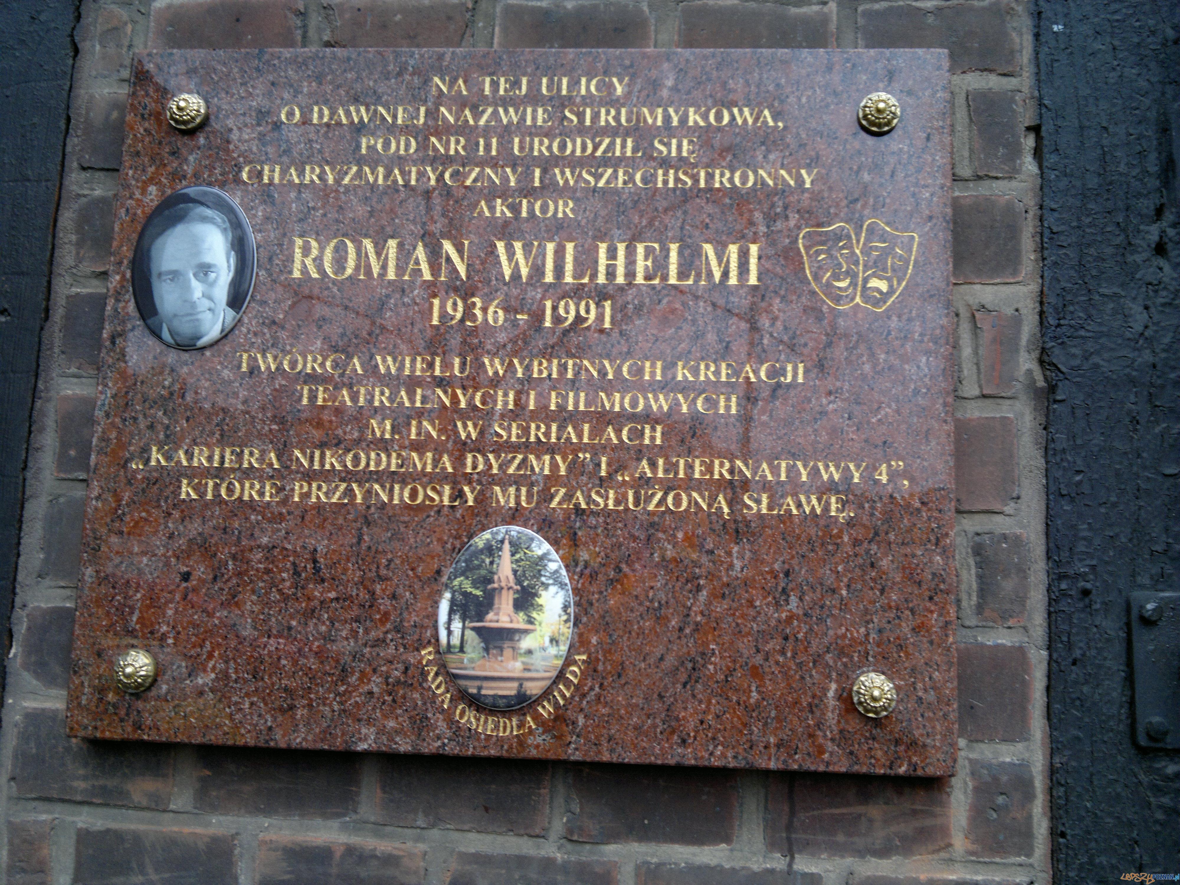 Tablica pamiątkowa Romana Wilhelmiego na ulicy Sikorskiego, kiedyś Strumykowej  Foto: TD