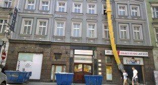 Nielegalna budowa przy Półwiejskiej