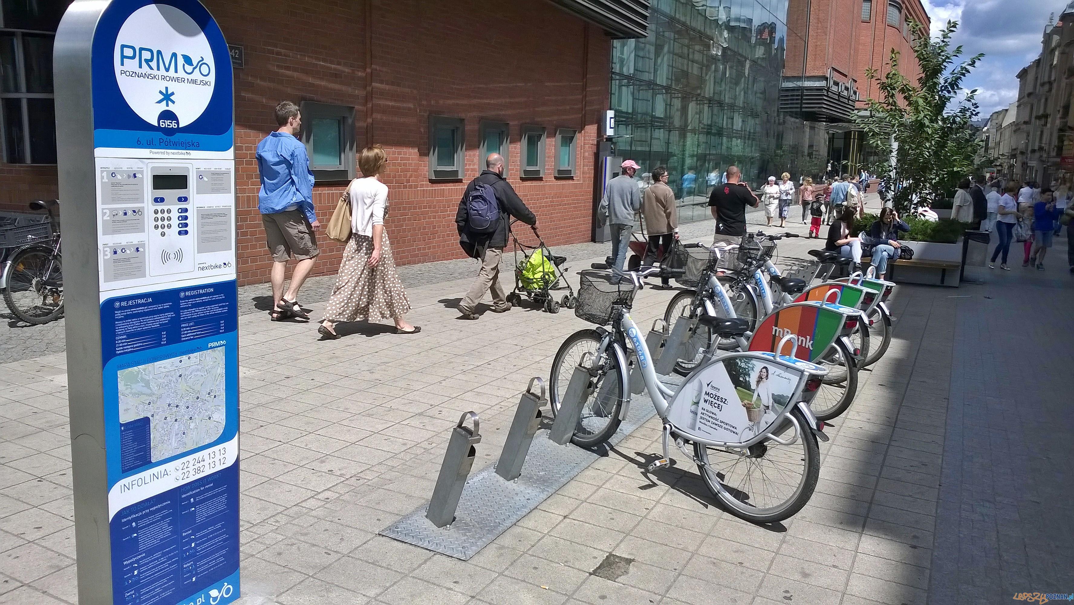 Stacja rowerowa NextBike na Półwiejskiej  Foto: Tomasz Dworek