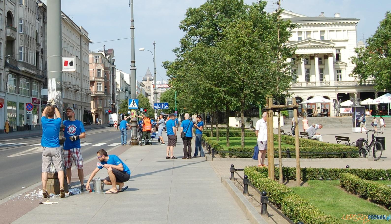 Oczysczanie miasta z plakatów  Foto: UMP