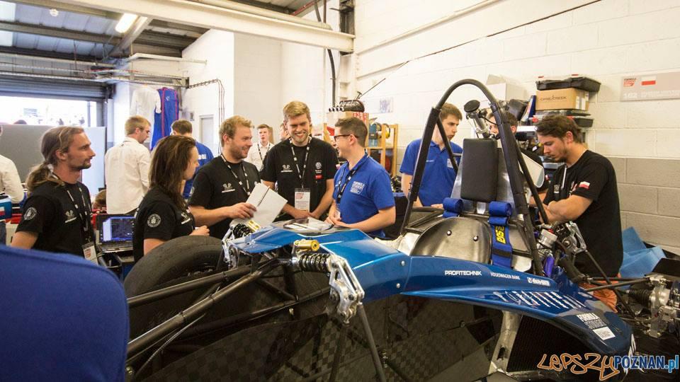 Studenci z Politechniki z bolidem Warta na torze Silverstone
