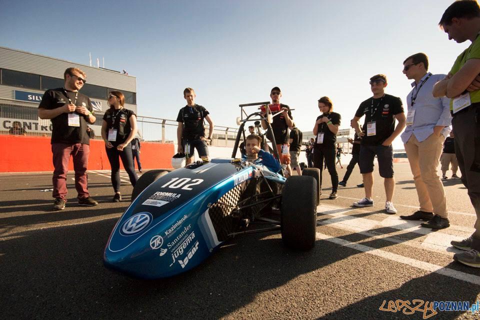 Bolid z Politechniki na torze Silverstone  Foto: PUT Motorsport