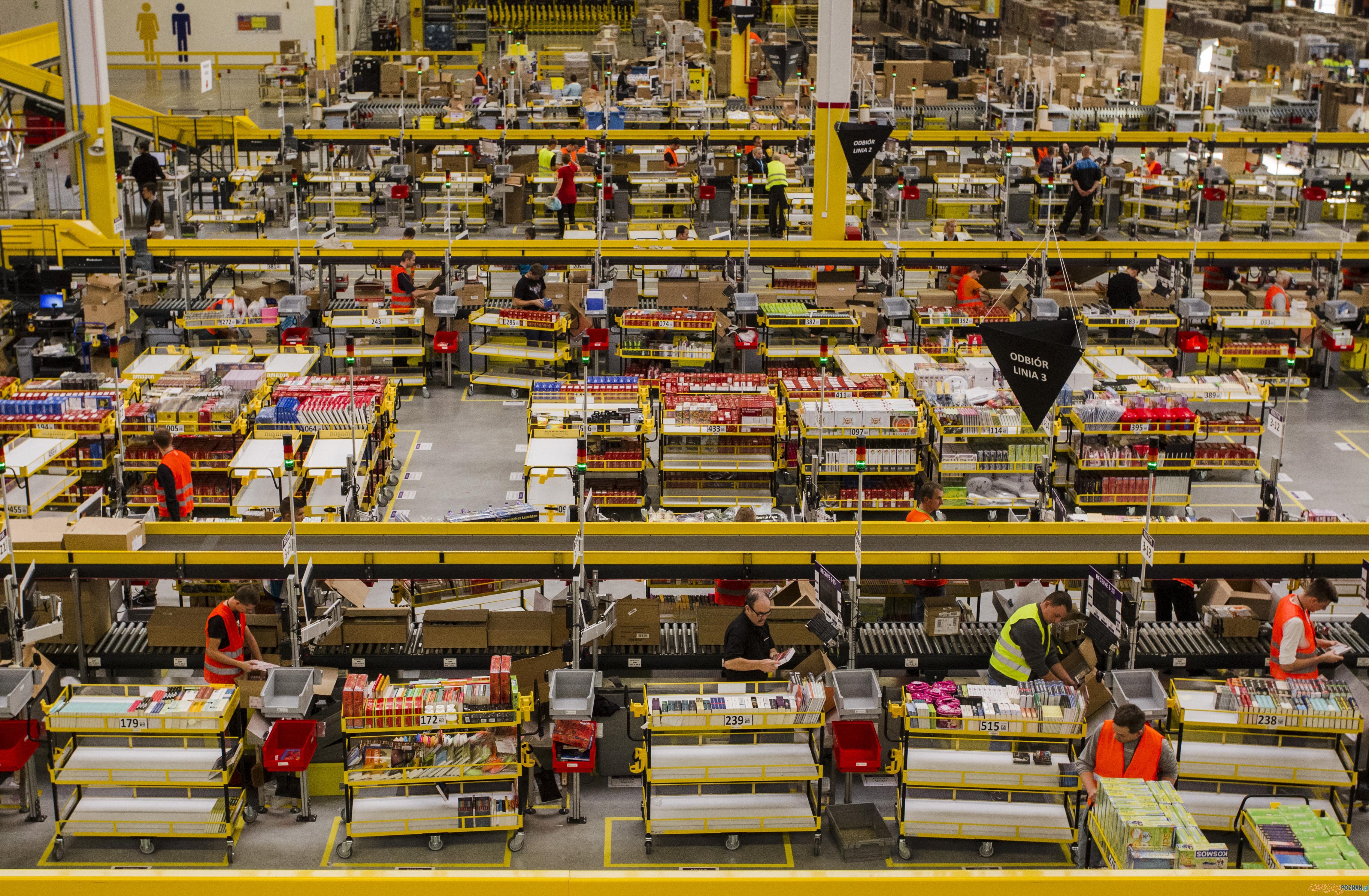 Oficjalne otwarcie centrum logistyczno-magazynowego Amazon w Sadach (4)  Foto: Grzegorz Dembiński, Głos Wielkopolski, BZ WBK Press Foto 2015