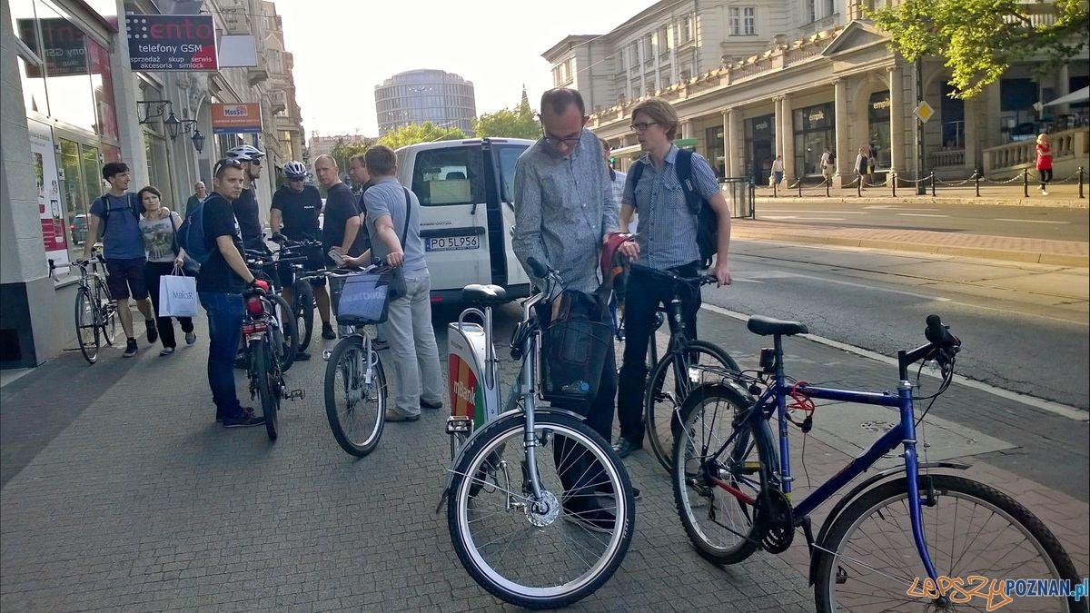 Plac Wolnosci stale utrudnienia dla rowerzystow  Foto: