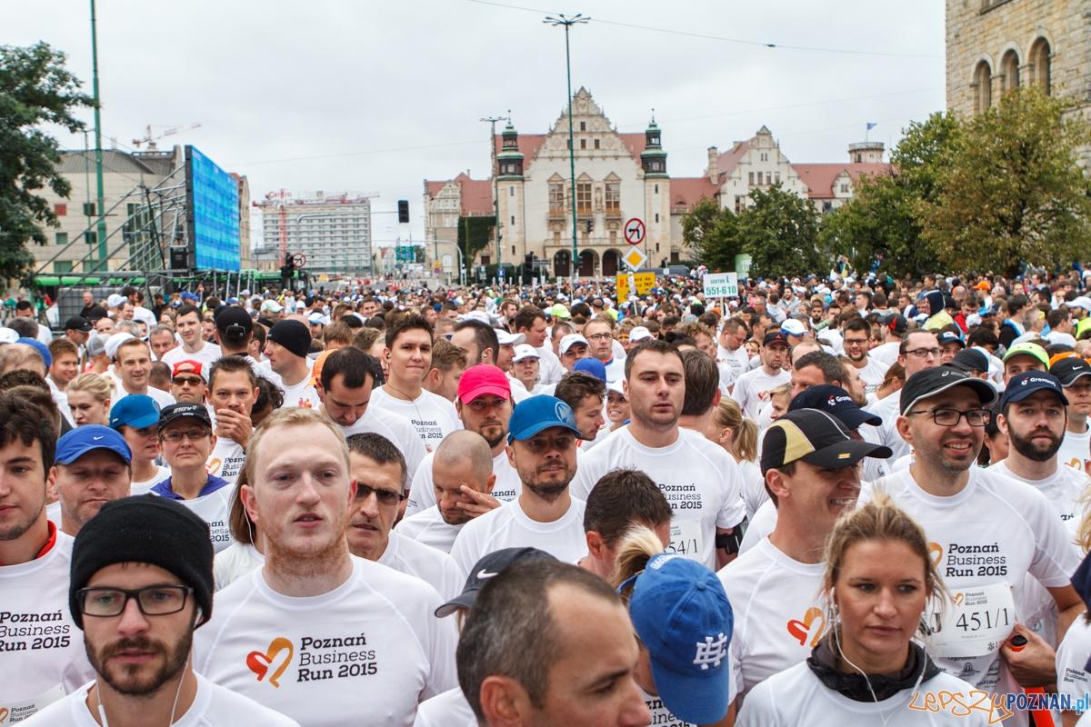 Uczestnicy biegu Poznań Business Run 2015 biegli ulicami Poznania - 06.09.2015 r.