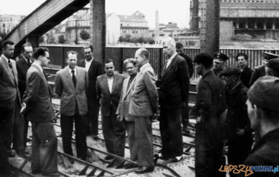 Prof. Ballendstaed podczas prac związanych z odbudową Mostu Rocha  Foto: Stowarzyszenia Inżynierów i Techników Komunikacji.