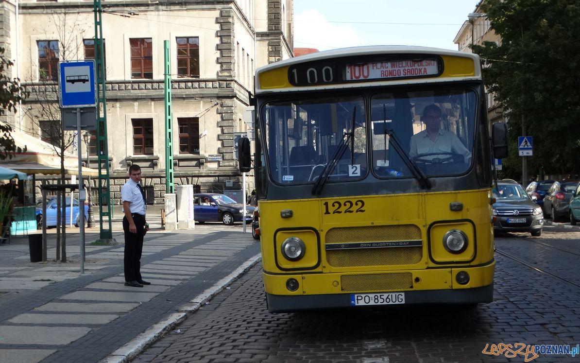 Linie turystyczne - holenderski DAF na Placu Wielkopolskim  Foto: ZTM