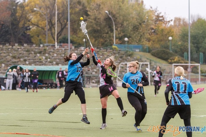 I Turnieju Polskiej Ligi Lacrosse Kobiet rogrywany w Poznaniu na boisku WKS Grunwald. Mecz pomiędzy Poznań Hussars - Korsarki Trójmiasto zakończył się wynikiem 8:2. Poznań 18.10.2015 r.