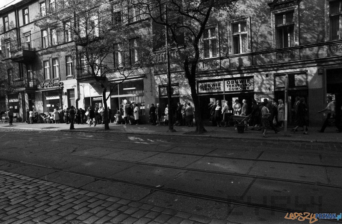 Kolejka na Kraszewskiego (1981)  Foto: Stanisław Wiktor / Cyryl
