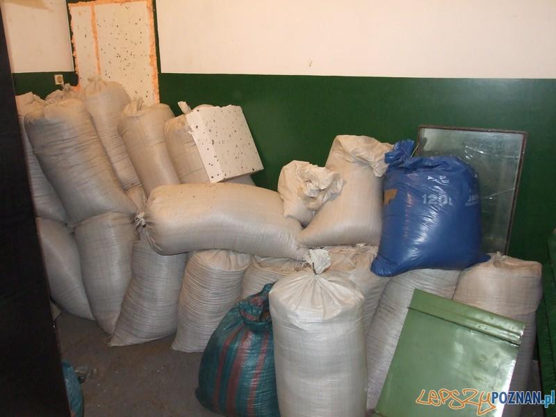 Nielegalna fabryka ćmików zlikwidowana  Foto: CBŚ