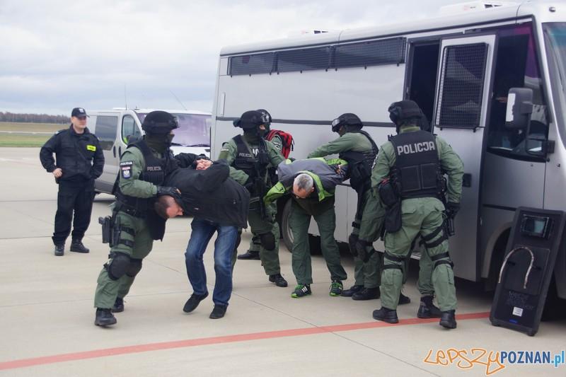 Policjanci ćwiczyli na Ławicy