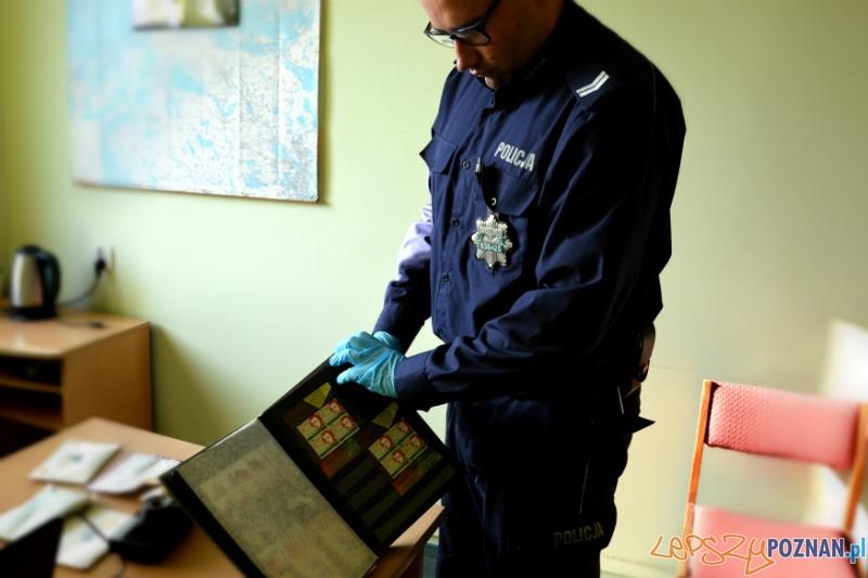 Policjanci z Szamotuł odzyskali skradzione przedmioty kolekcjonerskie  Foto: KWP w Poznaniu