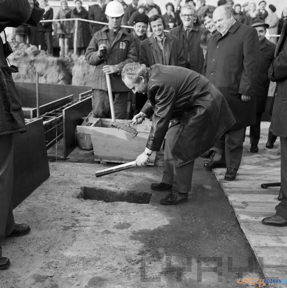 Akt erekcyjny na Osiedlu Kopernika 4.11.1974  Foto: Stanisław Wiktor Cyryl