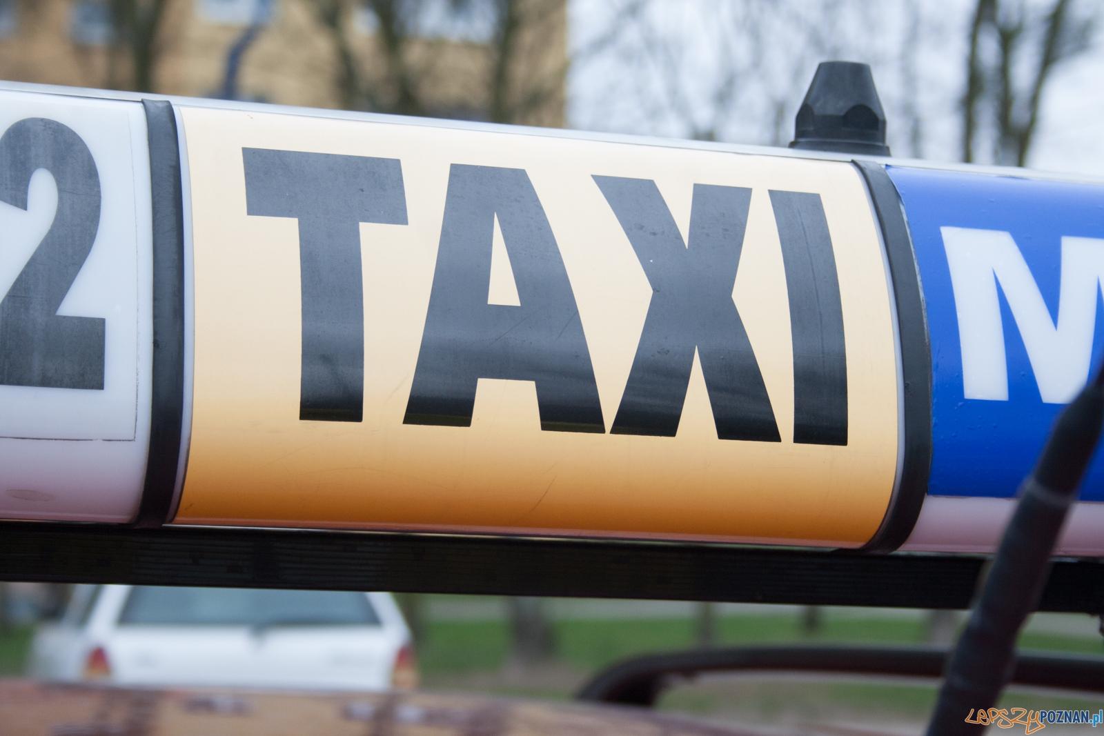 Taxi / taksówka  Foto: © lepszyPOZNAN.pl / Karolina Kiraga