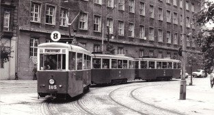 "8 tramwaj typu ""N"" na Placu Wielkopolskim - 1977 r."