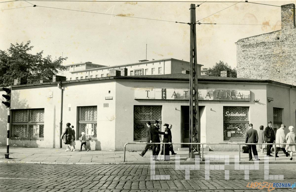 Restauracja Teatralna na skrzyżowaniu Dąbrowskiego i Roosevelta - lata50.te