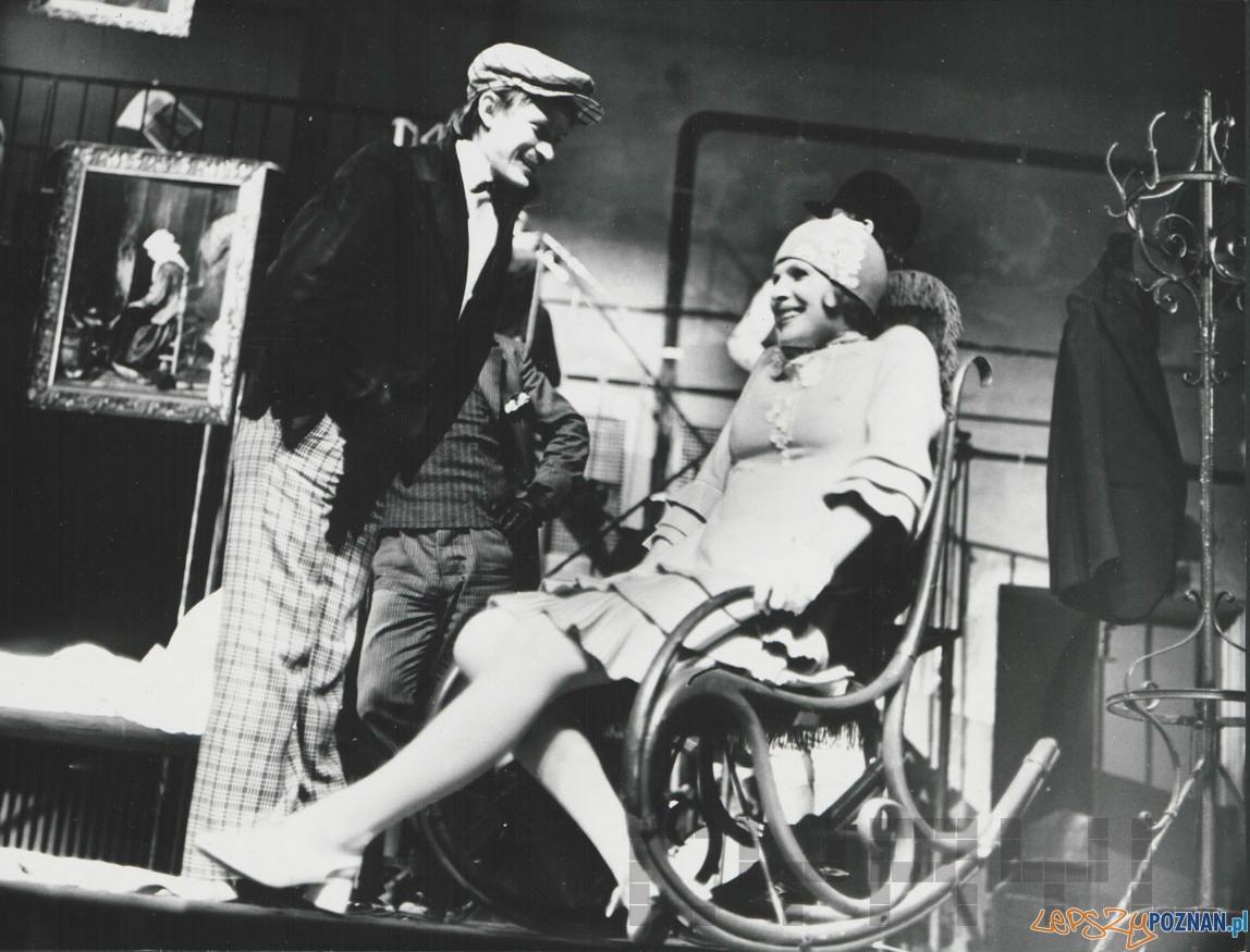 Wiesłąw Komasa i Helena Łabonarska w sztuce Opera za trzy Grosze Brechta w Teatrze Nowym (1974)