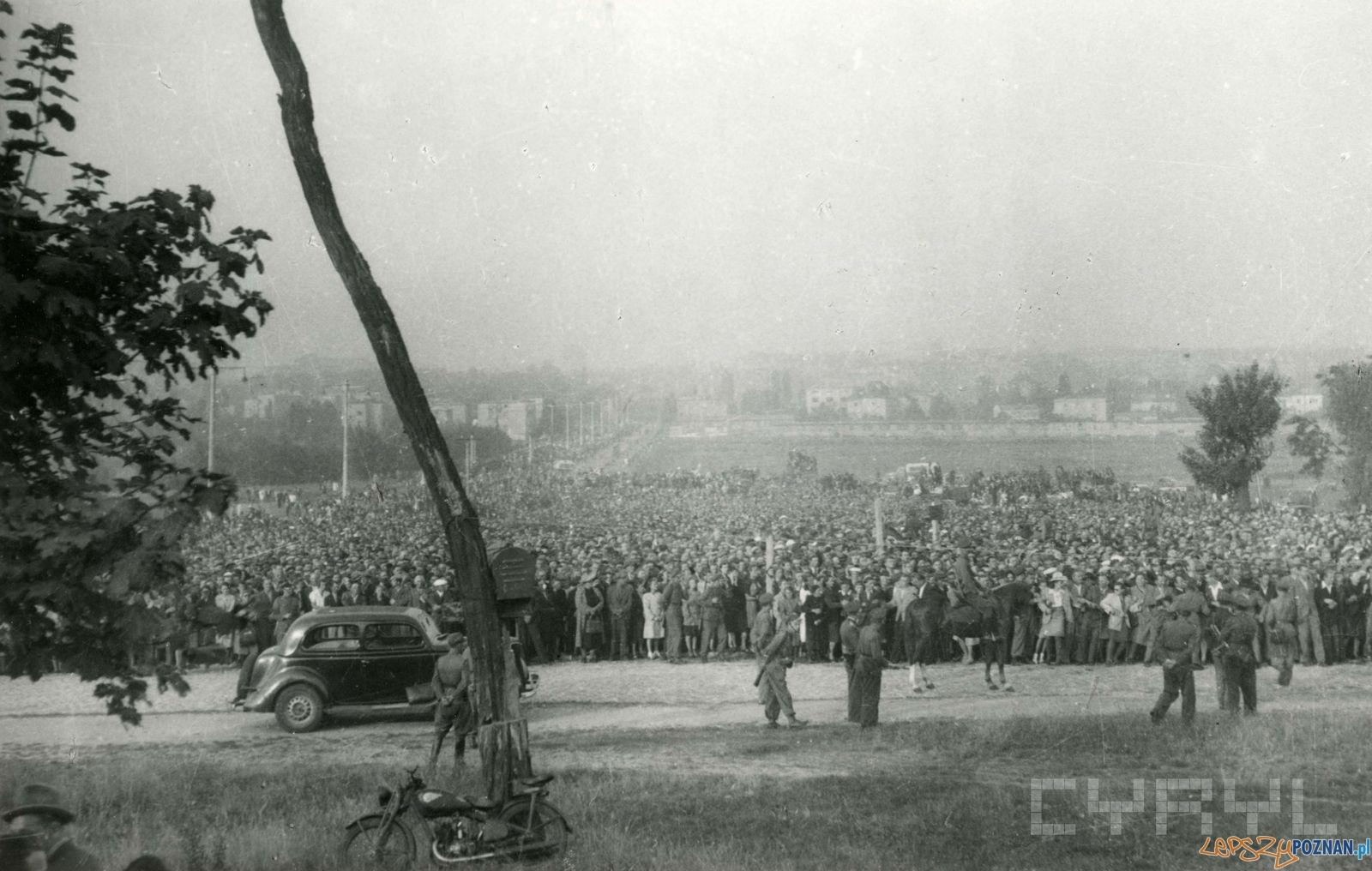 Poznaniacy na Cytadeli przed egzekucja Greisera 21.07.1946  Foto: Zbigniew Zielonacki / Cyryl