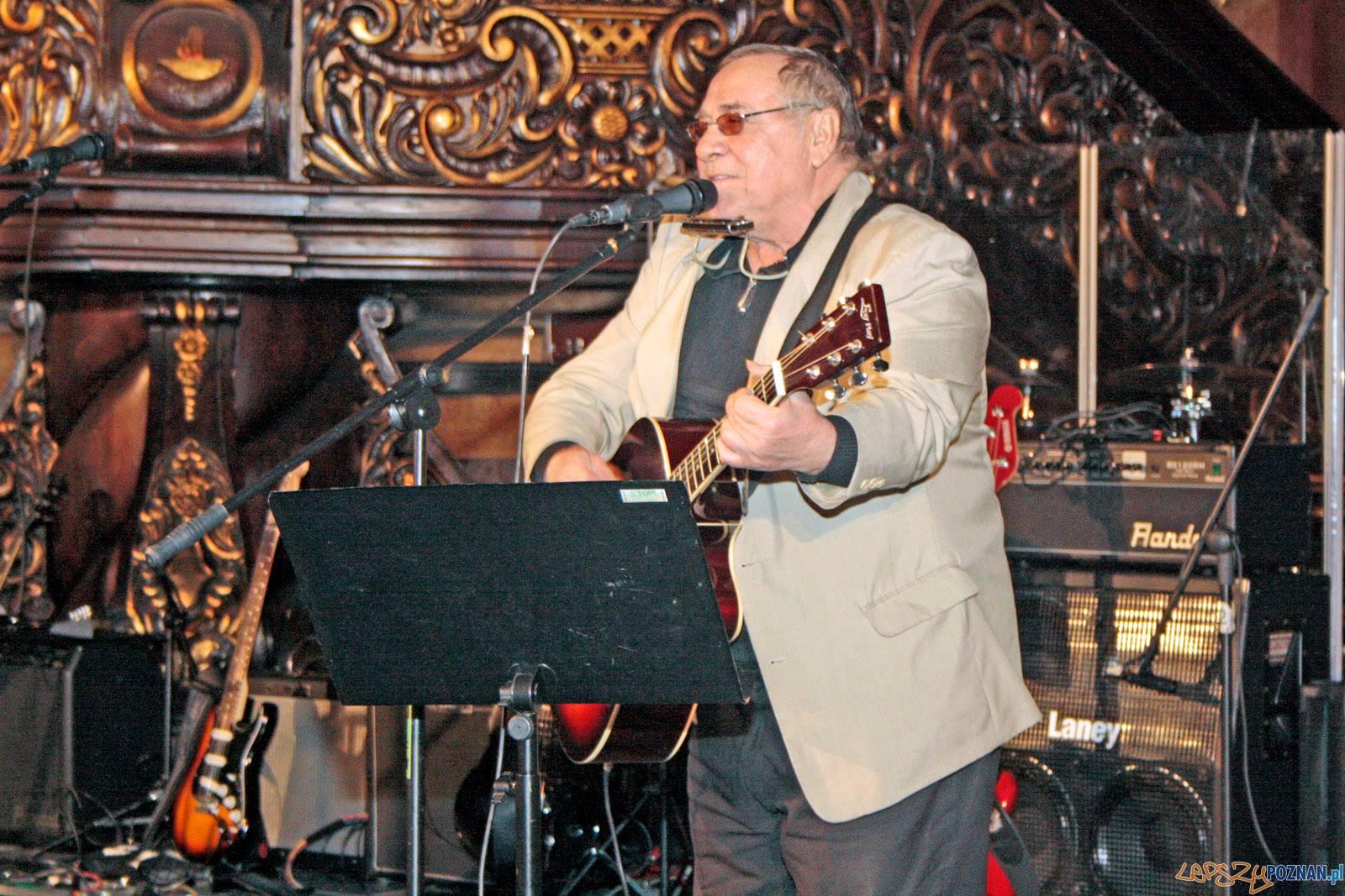 Tadeusz Lis podczas świątecznego spotkania Stwarzyszenia PTAAAK