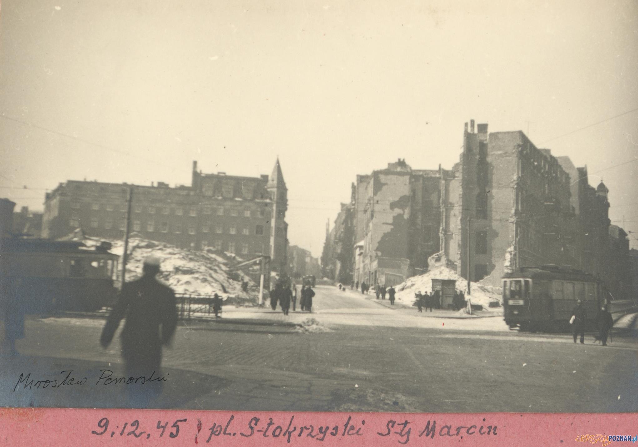 Plac Świętokrzyski 1945  Foto: Mirosław Pomorski / MKZ