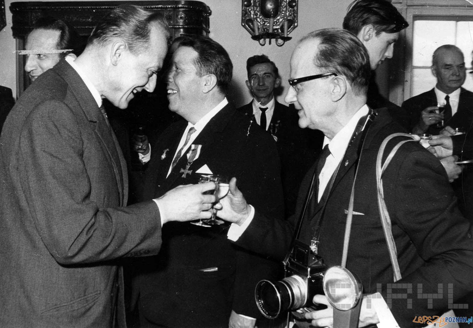 Zbigniew Zielonacki na uroczystości z okazji przyznania Odznak Honorowych Miasta Poznania - był wśród odznaczonych - 1968