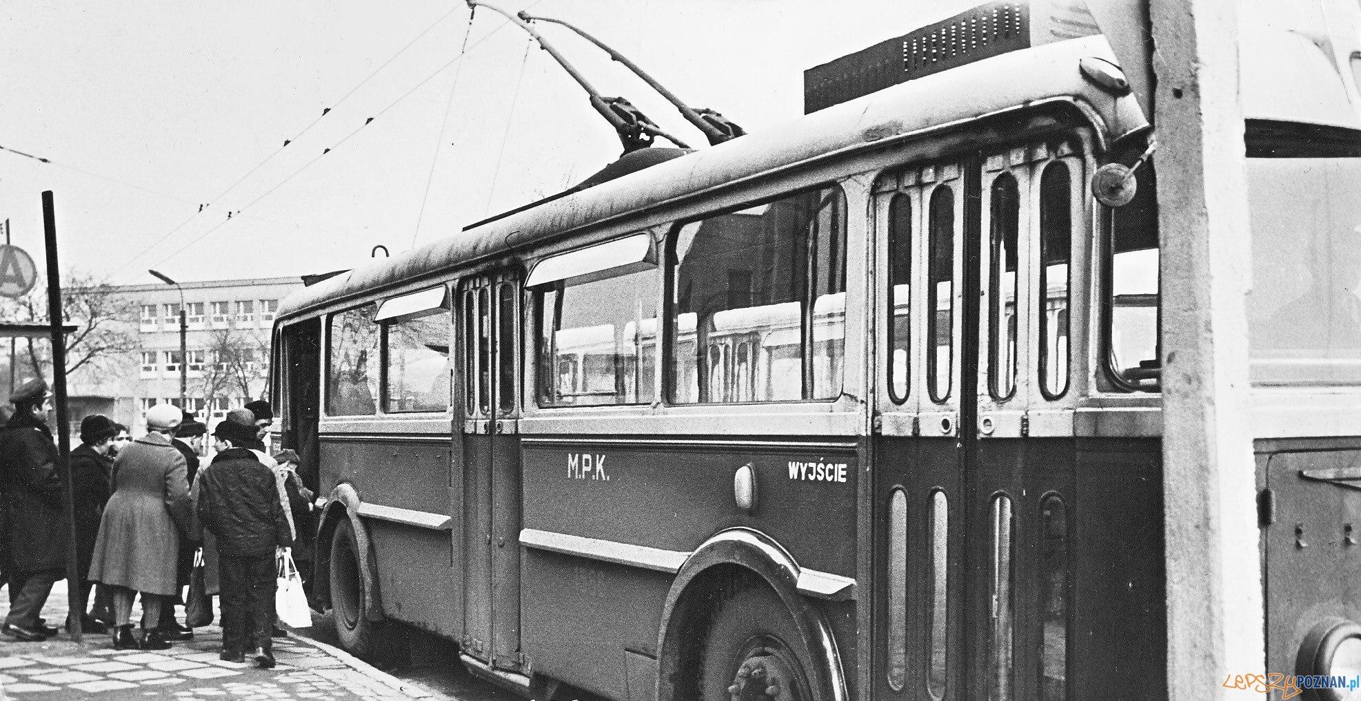 Trolejbus na Ogrodach