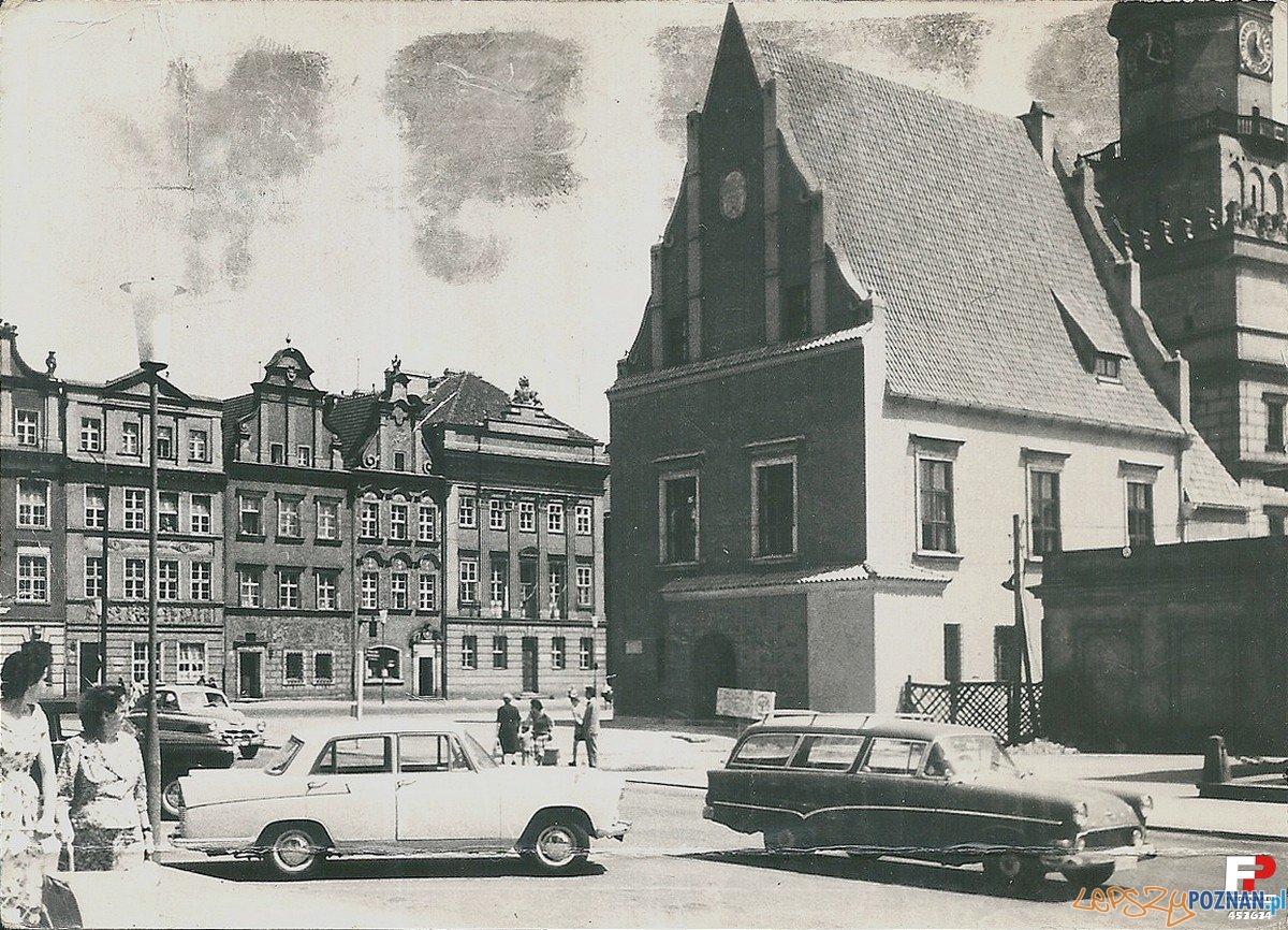 Stary Rynek - lata 60.te. Waga - na dalszym planie Pałac Mielżyńskich