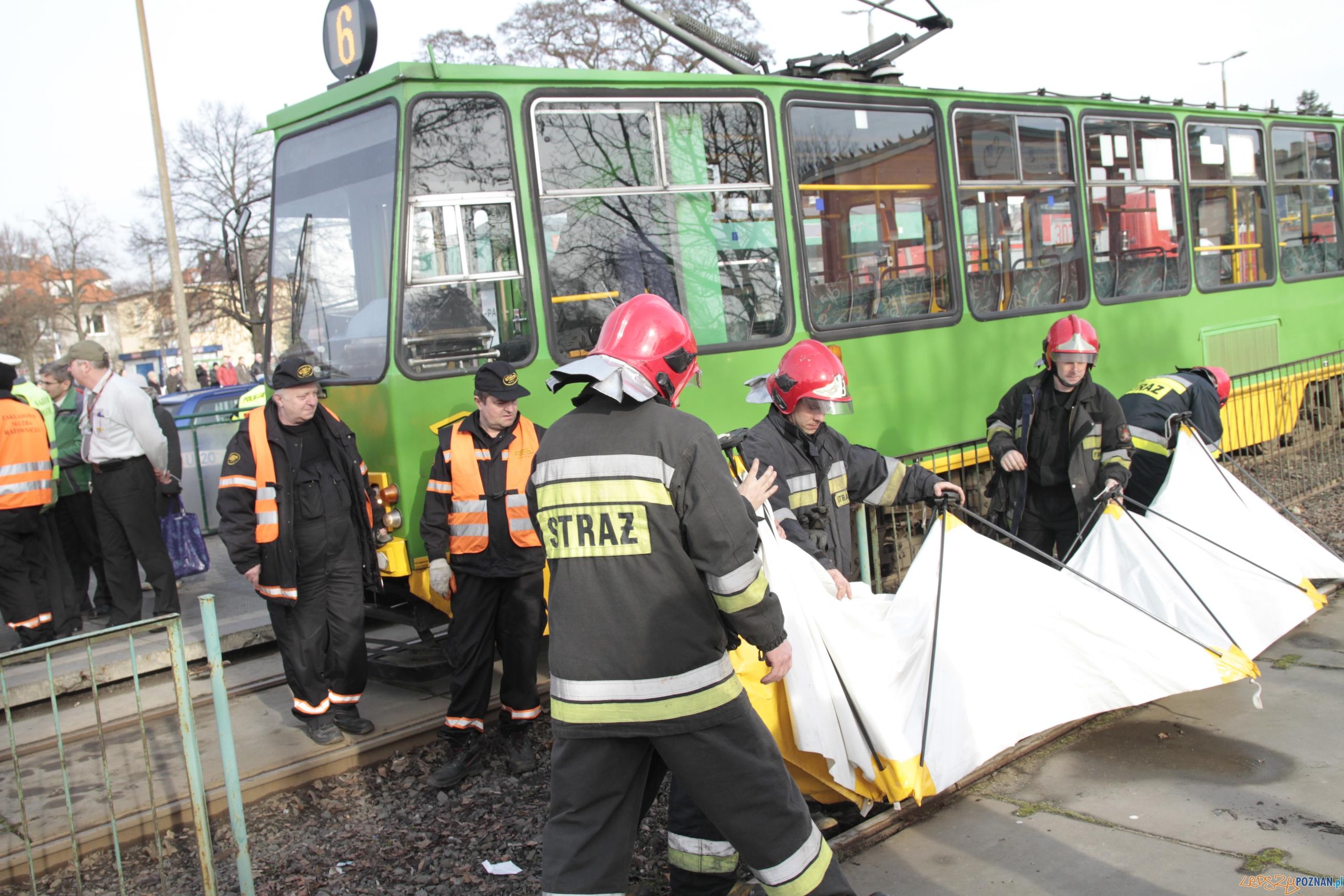 Wypadek na ulicy Warszawskiej  Foto: LepszyPOZNAN.pl / Pawel Rychter