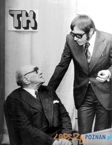 Wręczenie nagrody im. Stanisława Piętaka. Od lewej: Jarosław Iwaszkiewicz, Marian Grześczak. Warszawa, 1975 r.