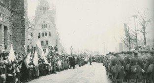 Defilada wojskowa przed Zamkiem po zdobyciu Poznania - 8.03.1945
