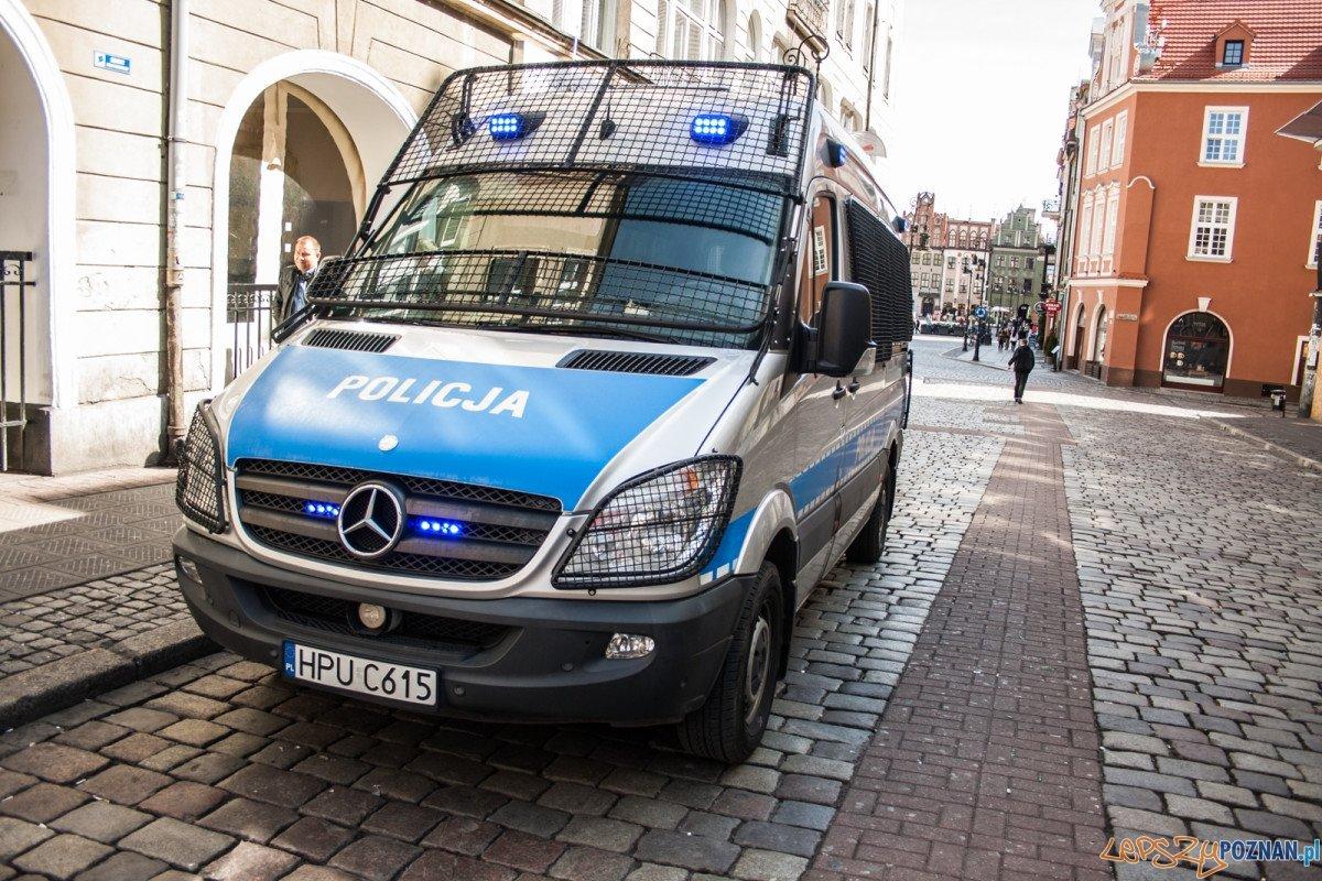 Policja / szkieły / radiowóz