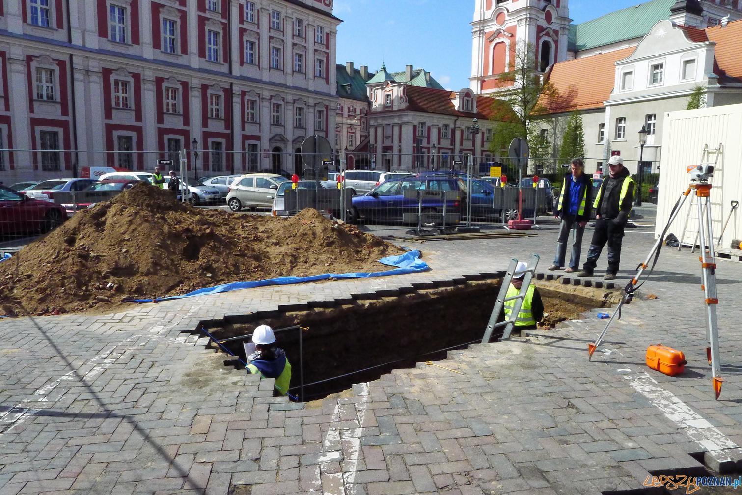 Wykopaliska na placu kolegiackim  Foto: UMP