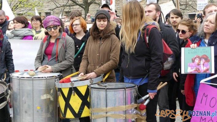 Manifestacja na Placu Mickiewicza  (2)