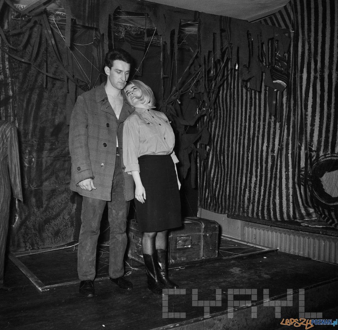 Bogna Zagórska i Wacław Strykowski - Klub Nurt przy ul. Dożynkowej - luty 1969  Foto:  Jerzy Nowakowski / Cyryl