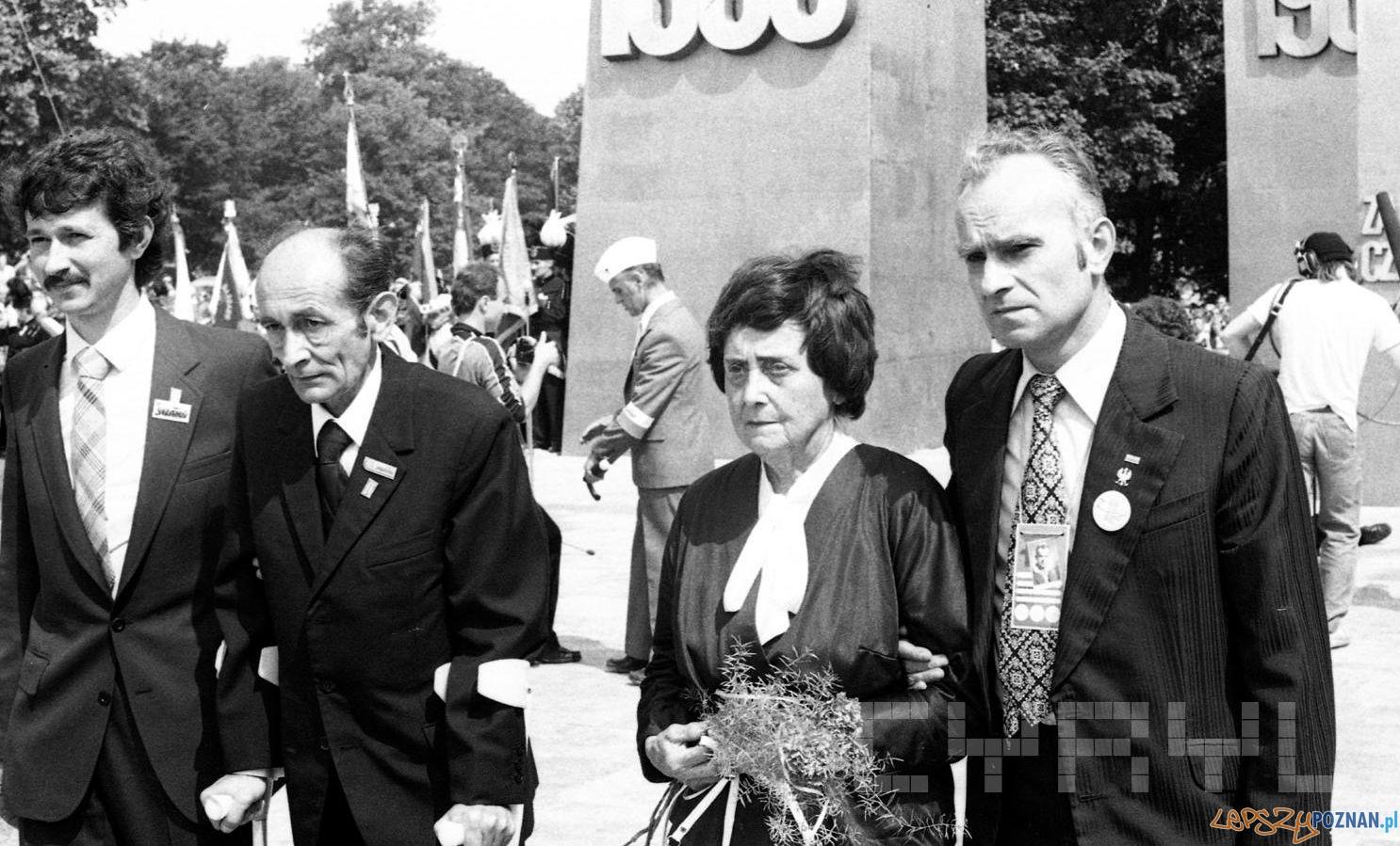 Stanisław Maryja i Anna Strzałkowska podczas uroczystości odsloniecie pomnika Poznańskiego Czerwca [28.06.1981]